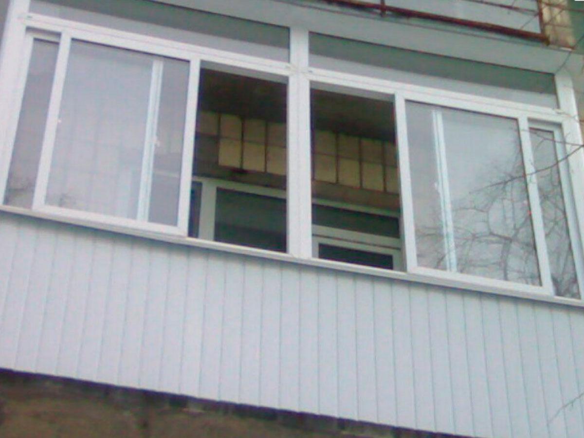 """Остекление балконов и лоджий """"окна эконом""""."""