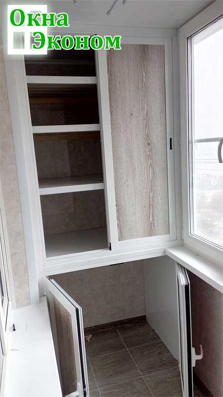 Раздвижной/распашной трехсекционный шкаф из алюминия и пласт.