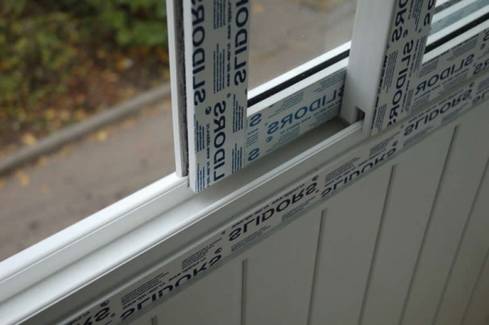 """Остекление балконов slidors - цены в москве """"окна эконом""""."""